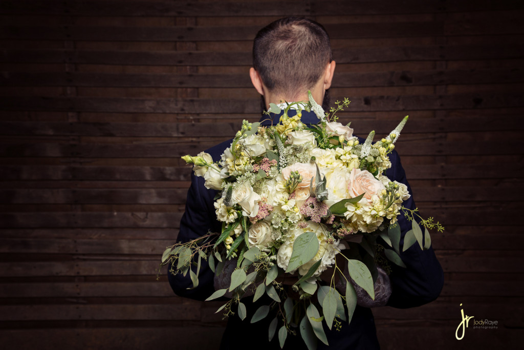jodyrayephotography_weddingbouquet_groom_bloomingjoy